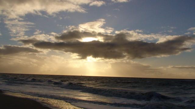 Wolkenspiel über See