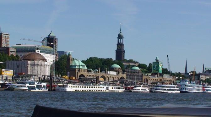 Hafen Hamburg mit Sankt Michaelis